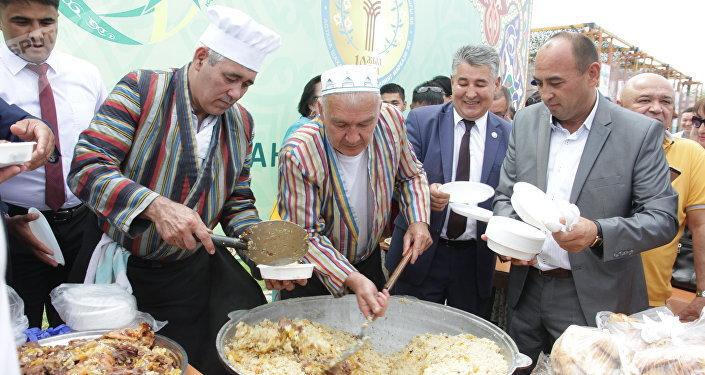 Астанчан в День столицы угостили пловом