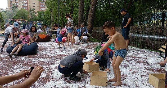 Снежная детская площадка