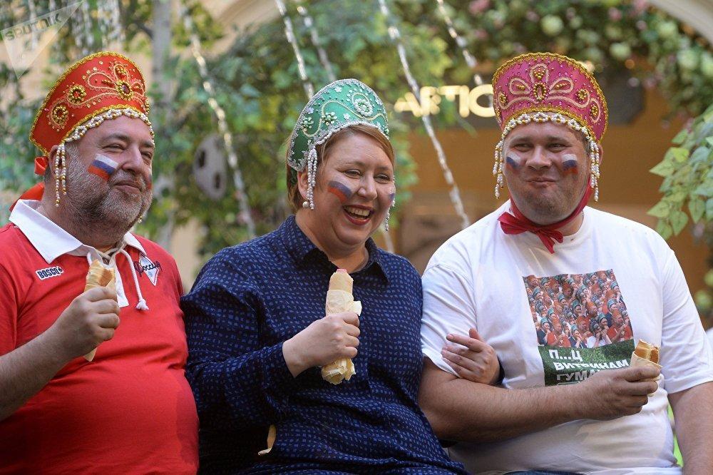 Акция в поддержку сборной России по футболу Сжуем за Родину!