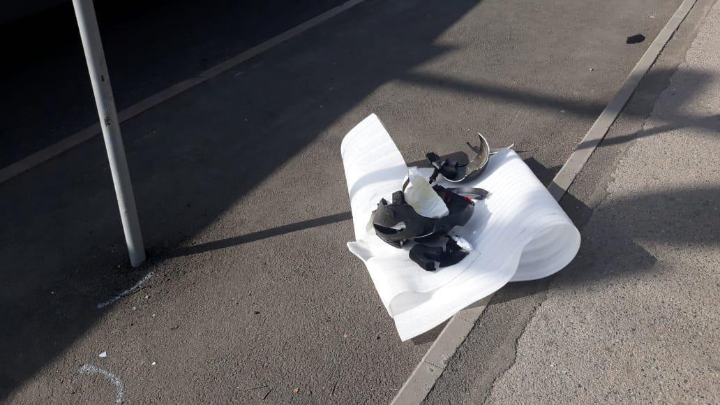 Разбитый шлем погибшего мотоциклиста