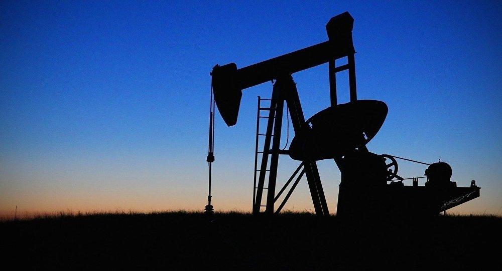 Нефтекачалка, архивное фото