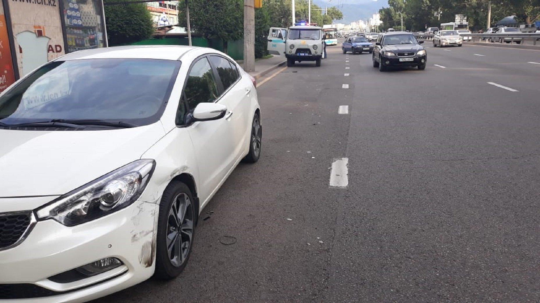 Иномарка сбила женщину в Алматы