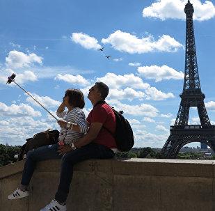 Эйфелева башня, архивное фото