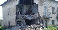 Подъезд аварийного дома обрушился в Петропавловске