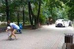 Едва не сбила детей: иномарка проехала по тротуару в Алматы