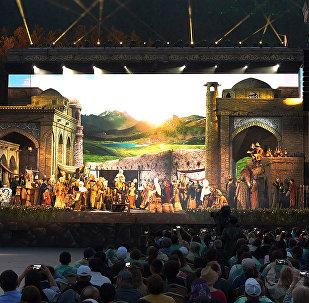Посещение оперы Биржан-Сара