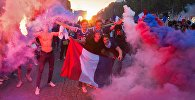 В Париже празднуют победу сборной Франции на ЧМ-2018 по футболу