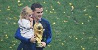 Антуан Гризманн (Франция) на церемонии награждения победителей чемпионата мира по футболу