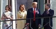 Меланья Трамп на балконе в резиденции президента Финляндии