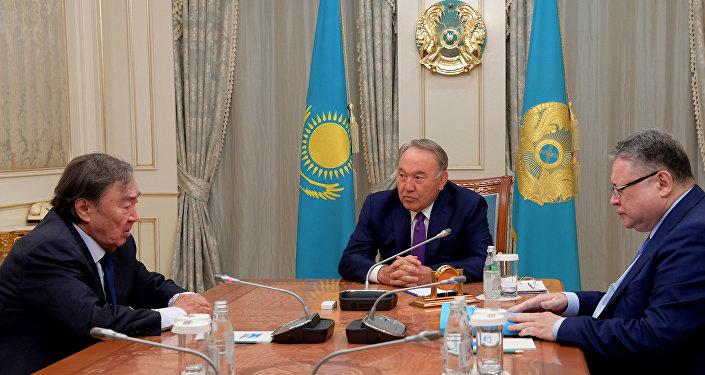 Нұрсұлтан Назарбаев Олжас Сүлейменовпен кездесті