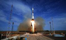 Пуск ракеты-носителя Союз-ФГ со стартового стола первой Гагаринской стартовой площадки космодрома Байконур, архивное фото