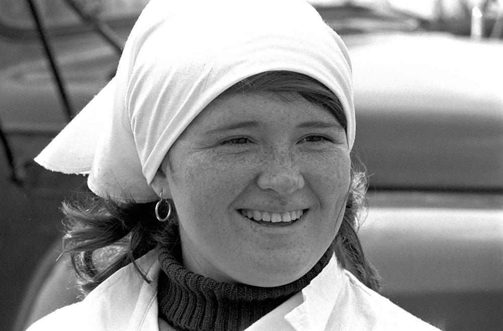 Повар совхоза имени 50-летия Октября Кустанайской области Казахской ССР Марина Ковалева