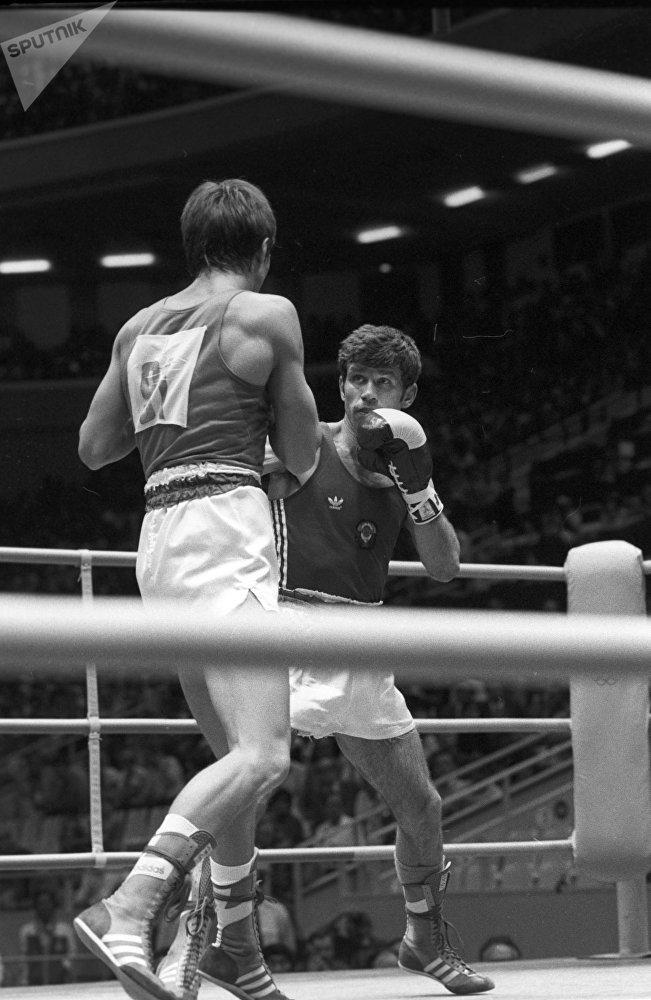 Серебряный призер Олимпиады-80 Виктор Демьяненко (справа)