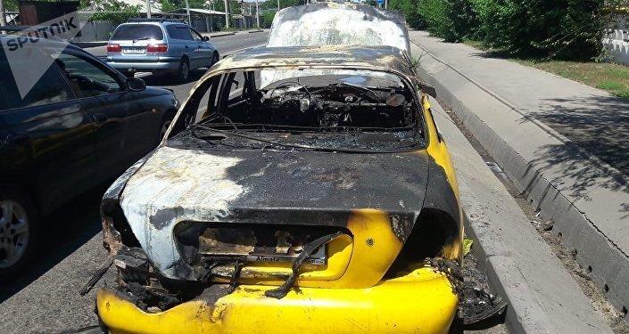 Хюндай загорелся после хлопка газа на ул. Рыскулова