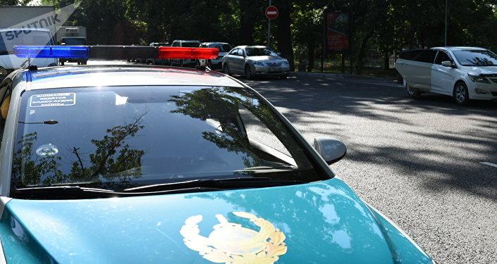 Полицейский автомобиль рядом с местом убийства Дениса Тена