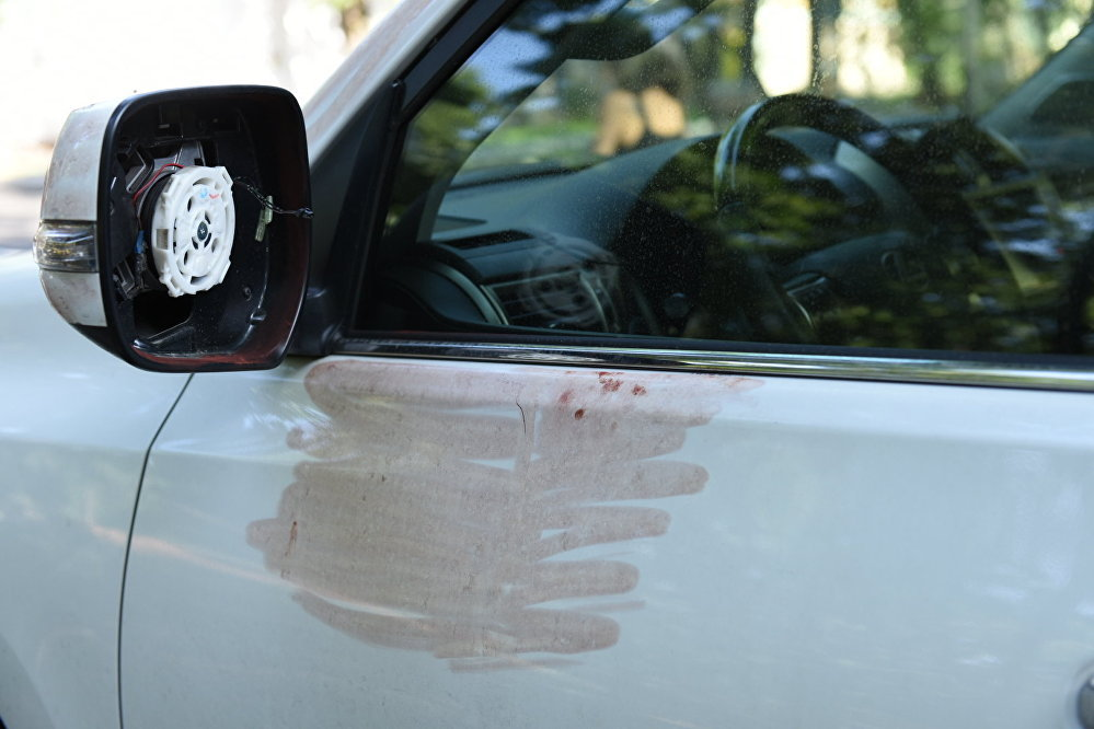Автомобиль Дениса Тена со снятыми зеркалами. Фото с места трагедии.