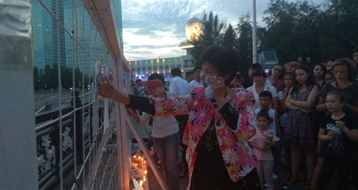 Стена скорби на набережной в Астане. Столица прощается с Денисом Теном