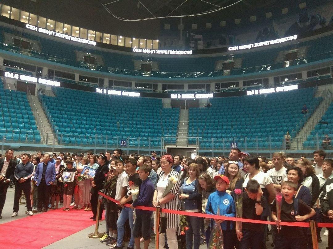 Астанада Денис Тенмен қоштасу рәсімі өтті