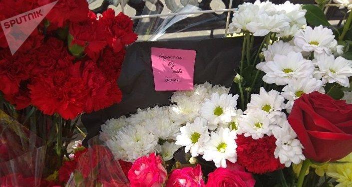 Акция памяти Дениса Тена на набережной в Астане