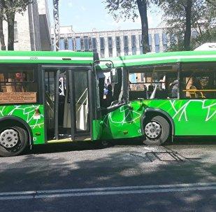 Два пассажирских автобуса столкнулись в Алматы