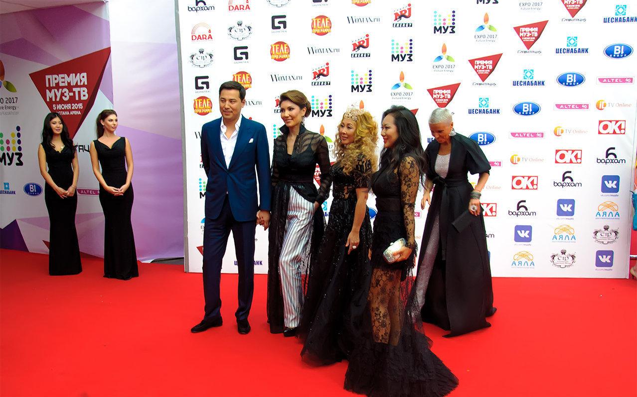 Әлия Назарбаева жұбайы Димаш Досановпен Астанада өткен МУЗ-ТВ премиясында
