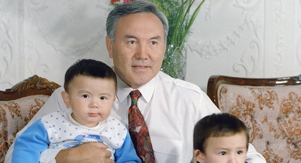 Нұрсұлтан Назарбаев жиендерімен