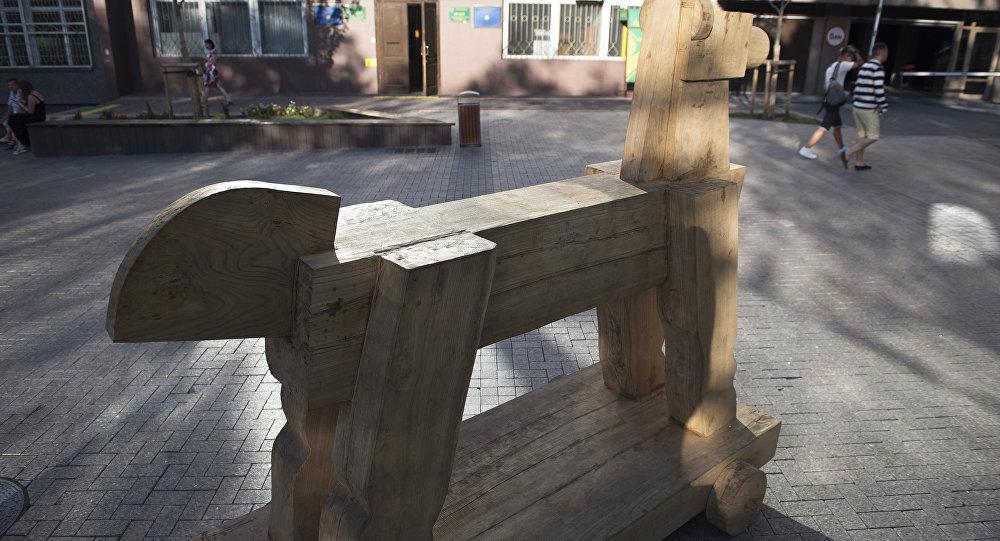 Деревянный арт-объект Рождение Седла