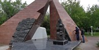 Вандалы разгромили памятник погибшим шахтерам в Караганде