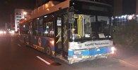 Алматыда автобус жеңіл көлікті мыжып тастады