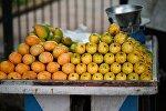 Прилавок с фруктами в Индии, иллюстративное фото