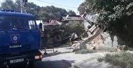 Самосвал с отказавшими тормозами задавил водителя в Алматы – кадры с места ЧП