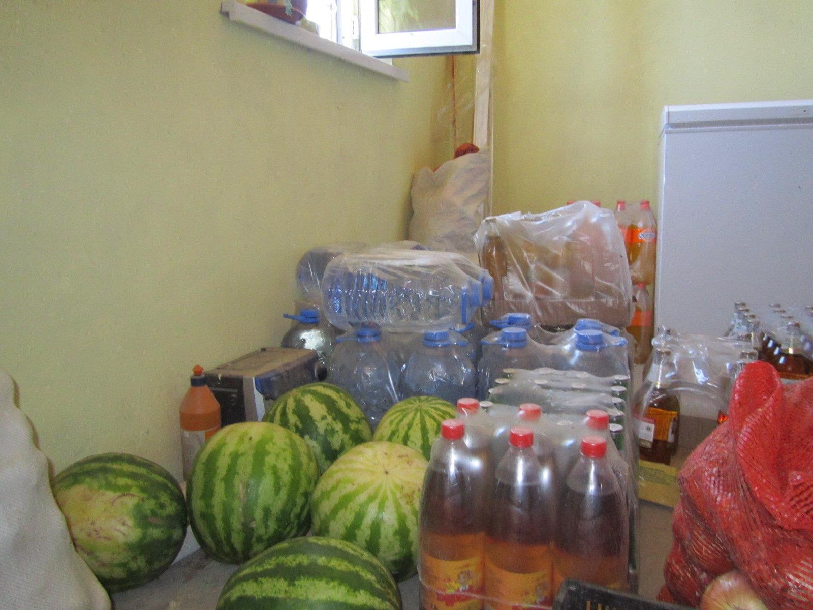 Питьевая вода в местном магазине стоит 220 тенге за один бутыль
