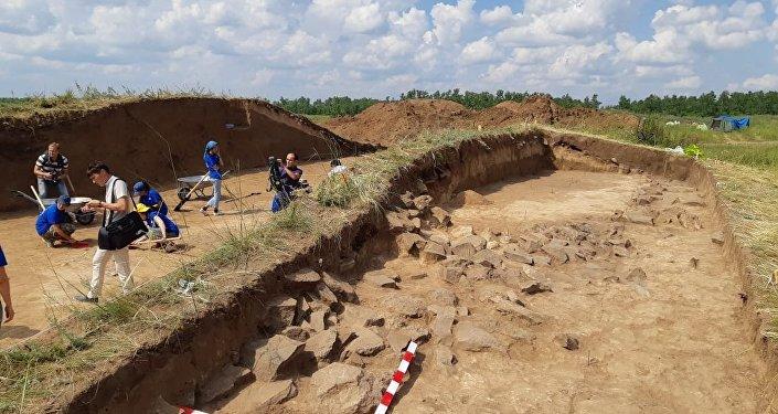 Раскопки царского кургана в поселке Куйгенжар в пригороде Астаны