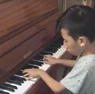 Самый юный композитор Казахстана Нурали Бейсекожа сочинил вальс в память о Денисе Тене