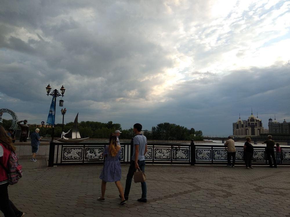 На набережной Астаны убрали стену памяти Дениса Тена