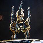 Выступление артистов Цирка du Soleil