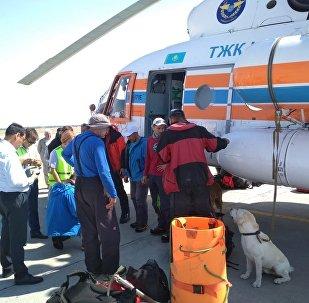 Пострадавших от камнепада туристов эвакуировали с ледника в Кыргызстане