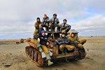 Каждый из бойцов отряда собирал по 100 килограммов металла в день