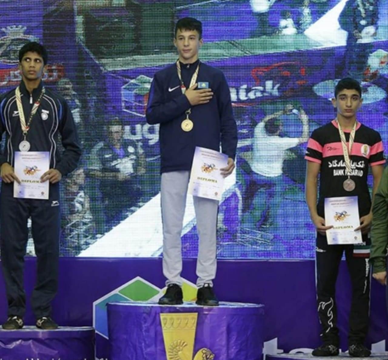 Азиз Газымов завоевал золотую медаль на ЧА по греко-римской борьбе среди юношей в Тегеране
