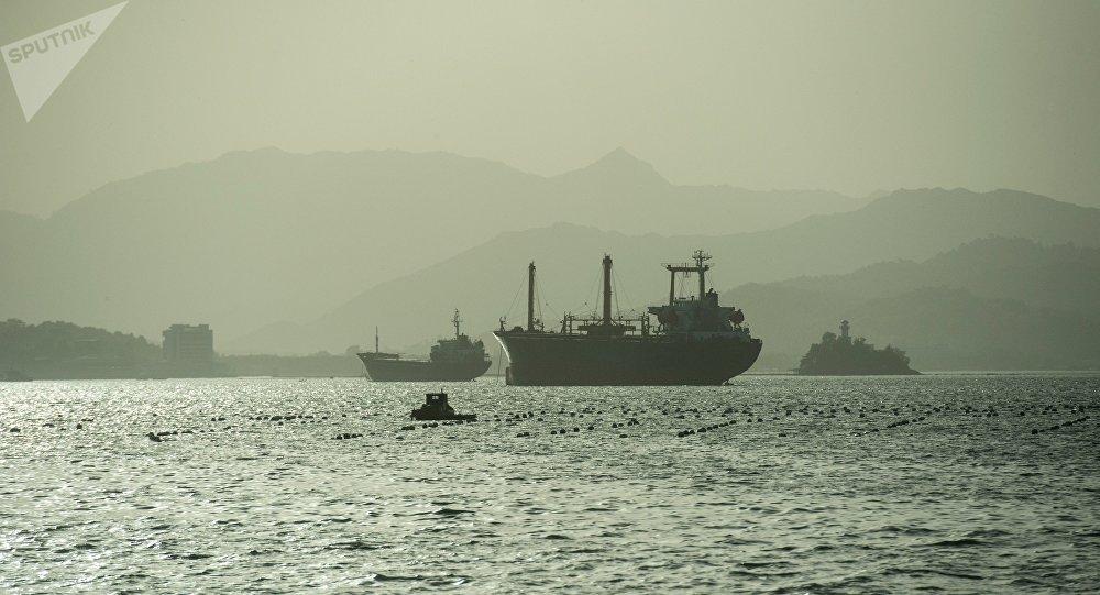 Корабль в море, иллюстративное фото
