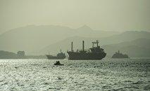 Корабль в море