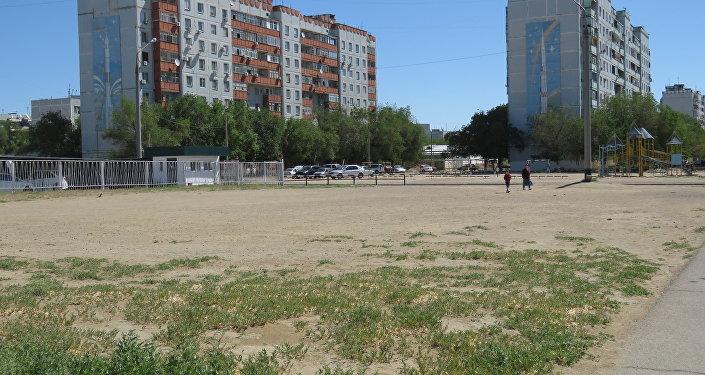 Нынешний Байконур — вполне обычный для Советской Средней Азии город с пятиэтажками на песке