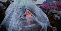 Юнес Хани Соми Софлаи, Иран. …А жизнь продолжается, номинация Главные новости, серии, 2 место и специальный приз Международного Комитета Красного Креста (МККК) За гуманитарную фотографию