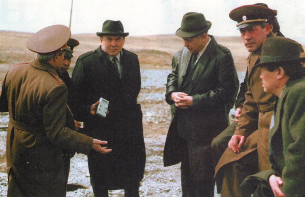 Нурсултан Назарбаев на Семипалатинском ядерном полигоне