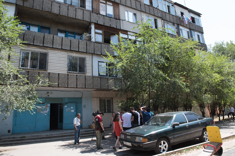 Дом, в котором жила семья пострадавшей девочки