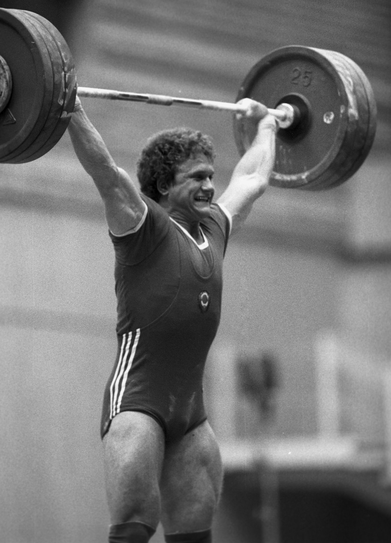 Чемпион VIII летней Спартакиады народов СССР по тяжелой атлетике Анатолий Храпатый, 1983 год