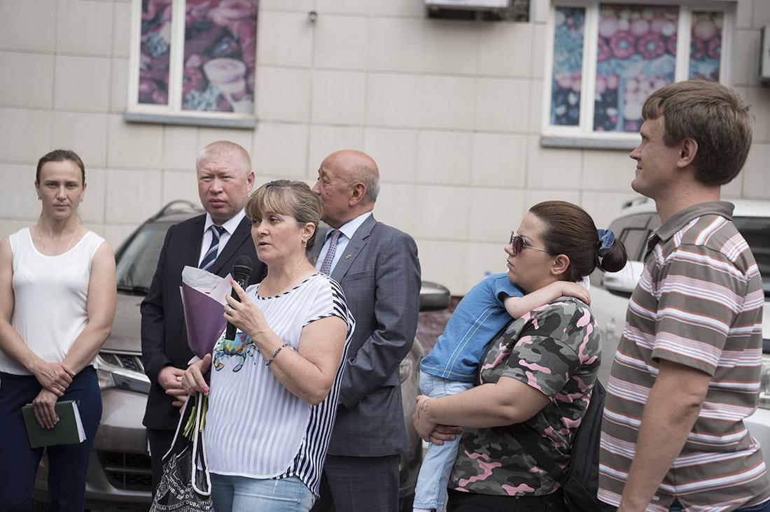 Супруга Анатолия Галина (в центре) сейчас работает в столичном спорткомплексе Даулет