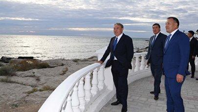 Нурсултан Назарбаев во время поездки в Актау