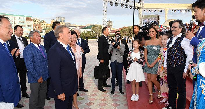 Нұрсұлтан Назарбаев Ақтауда ашық аспан астындағы амфитеатрді көрді