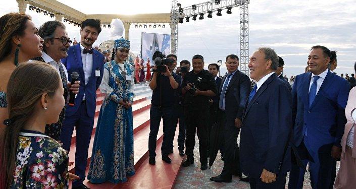 Нұрсұлтан Назарбаев өнер адамдарымен әңгімелесті